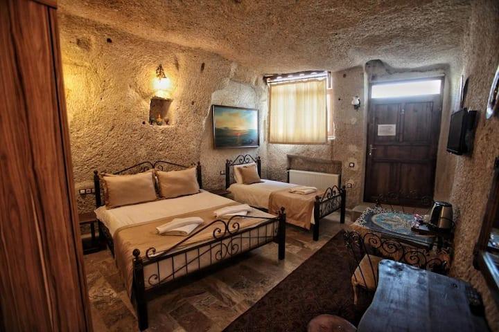 107 3 kişilik mağara oda