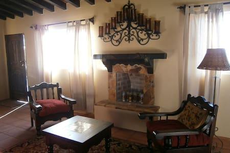 Casita Mariposa-Hidden Jewel - Villa de Juárez