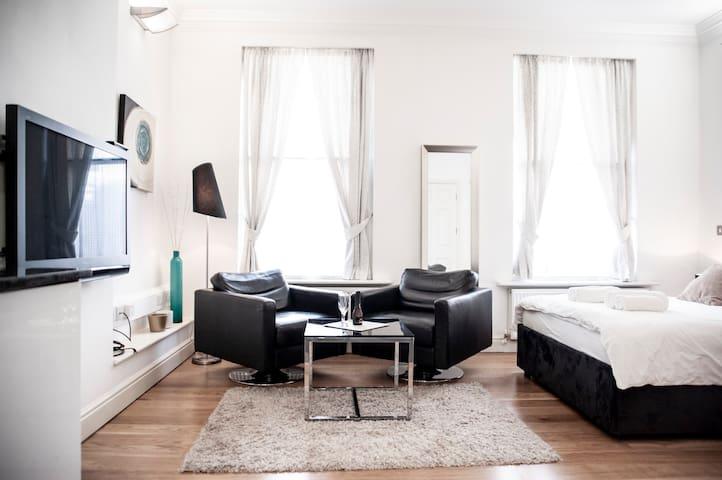 MODERN Studio flat - ZONE 1 - Hyde Park - SLEEP 3