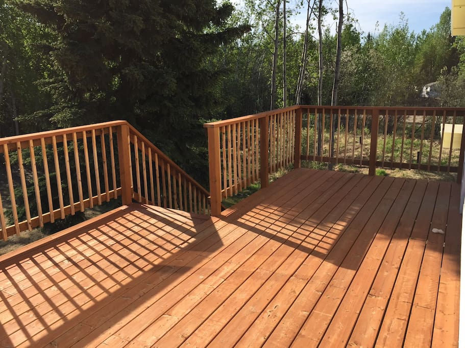 Large deck facing the lake with Aurora viewing right outside your front door.
