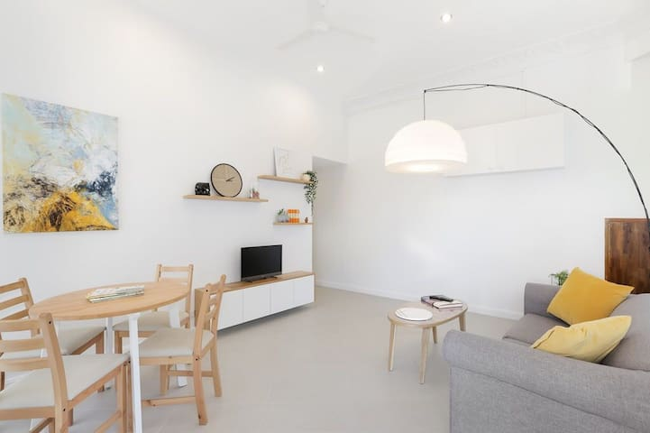 Newly Renovated Modern Home - 7 Minutes From CBD