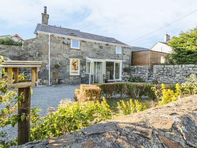 Y CILGWYN, family friendly, with open fire in Trawsfynydd, Ref 971715