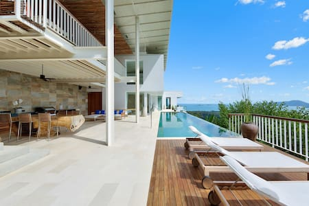 Private studio with full sea view. Thong Krut