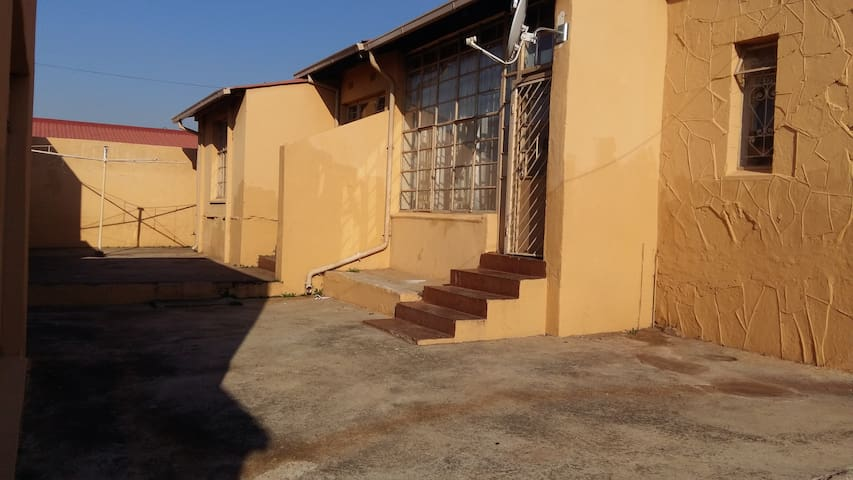 Lapeng: A Self-Catering home_79a Brixton