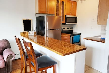 2BR Apt steps to Bayside Train 9 mins to Citifield
