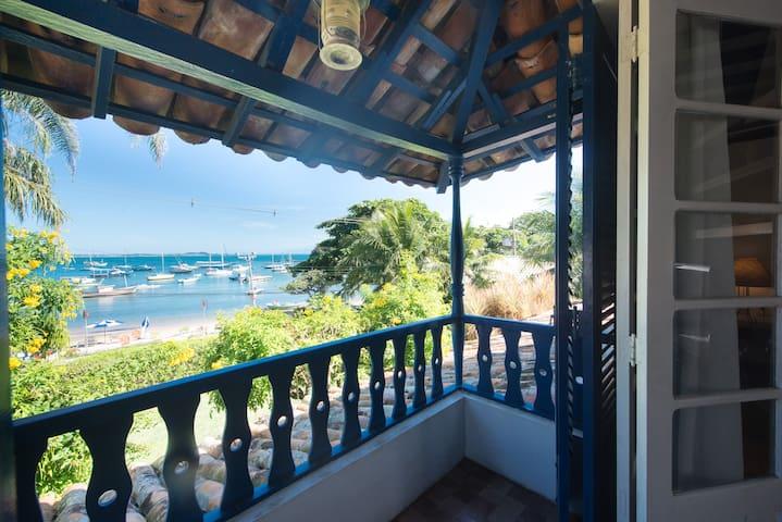 Casa charmosa com 9 suítes na Praia dos Ossos
