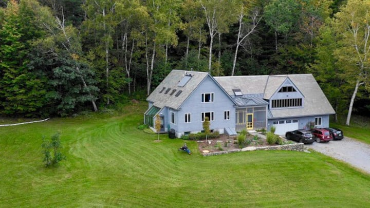 Spoon Mountain House on 700 conserved acres