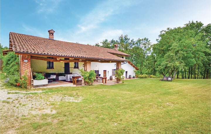 Beautiful home in Bene Vagienna CN with 3 Bedrooms and WiFi