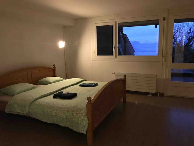 Spacious and private double room and bathroom