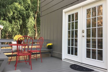 Foxhole Cottage - near the heart of downtown - Hendersonville - Casa