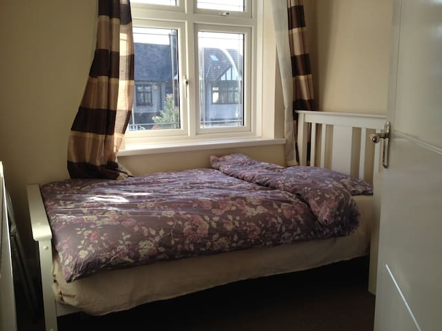 Real Value 4 U(URL HIDDEN)Single Room - London - Haus