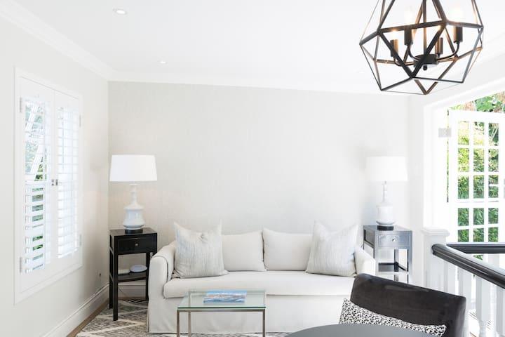Light, Airy Apartment with Elegant Garden