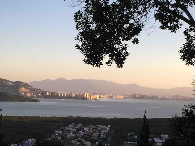Suite belíssima , montanha , mar e aconchego