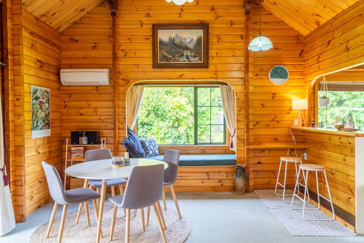 The Birds Nest - Cosy Chalet near Town & Beaches