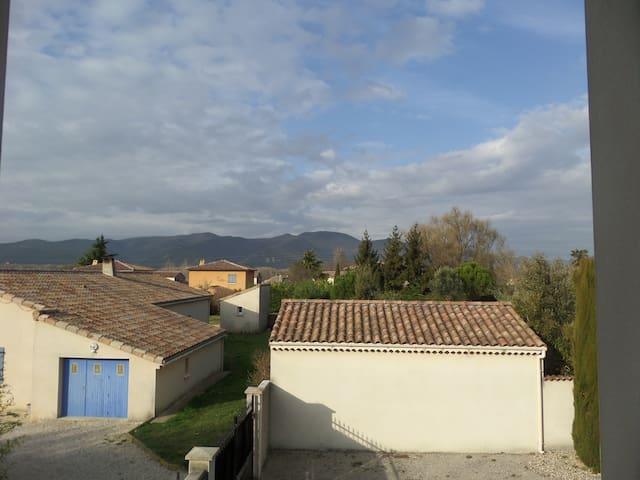 Chambre confortable avec vue sur les collines - Saulce-sur-Rhône