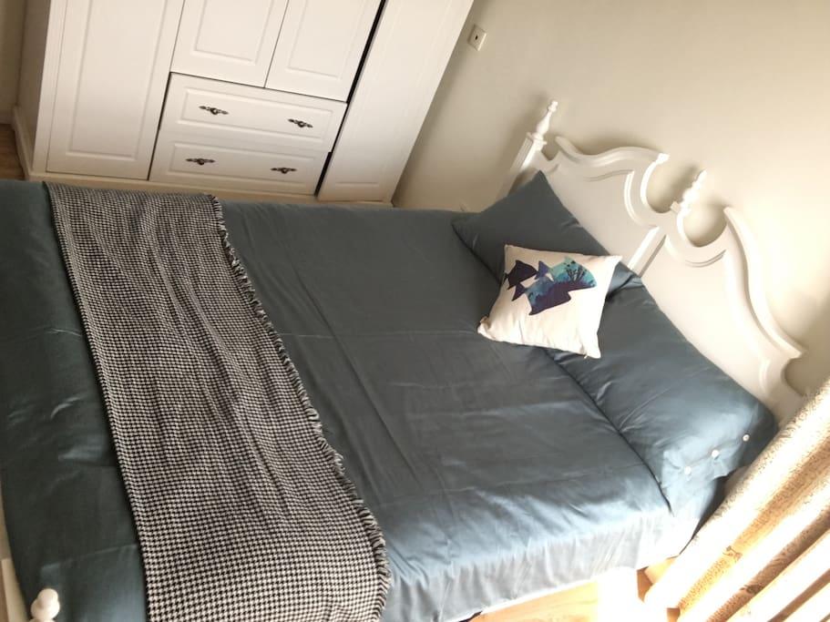 舒适主卧双人床
