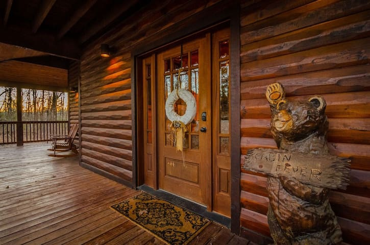 Cabin Fever is a luxurious 2 story, 4 Bedroom 3 ½ bath log cabin! Loaded with amenities and and a Large wrap around deck makes this Large luxury cabin perfect for the entire family!