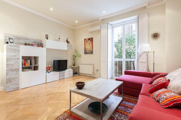 Delicious room in the heart of  Madrid