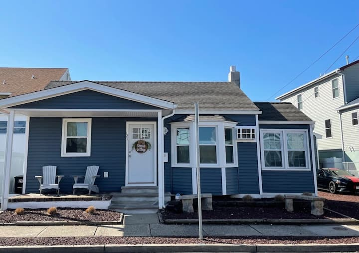 Seaside Cottage: New! Opened in 2021
