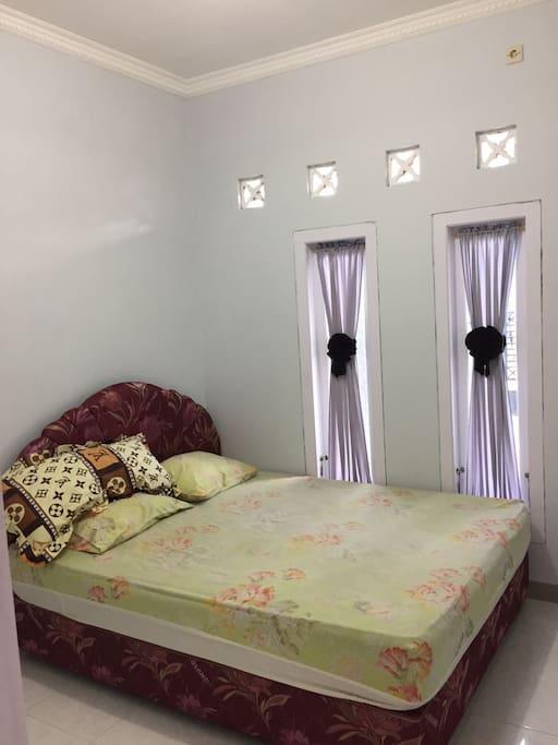 Kamar Tidur Depan
