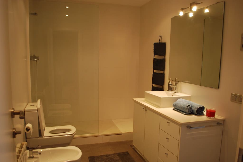 Private ensuite bathroom for Bedroom 1