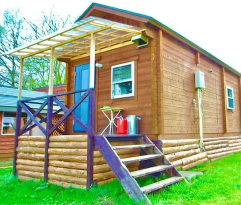 【Small Woody Cabin with 2 Lofts】