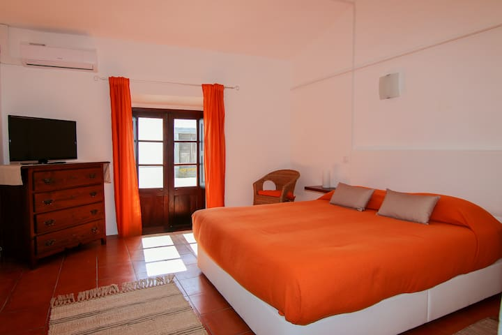Dom Nuno - room in Guest House
