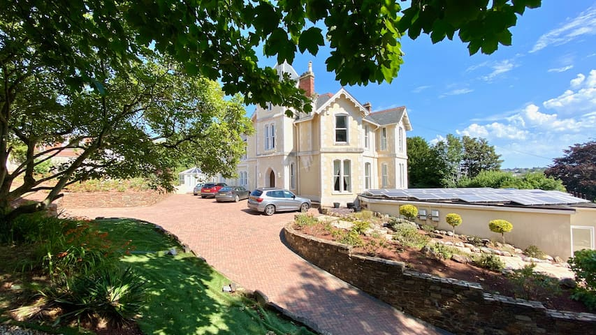 Torbay Rise - With pool, hot tub, sauna, gym, games / cinema room / sea views