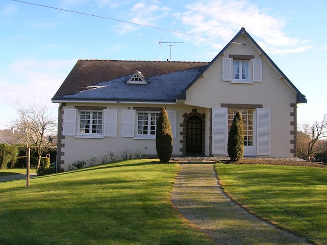 appartement privé dans maison pavillonnaire - Châteaubriant - Casa