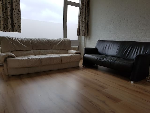 basic 4 person apartment close to airport - Eindhoven