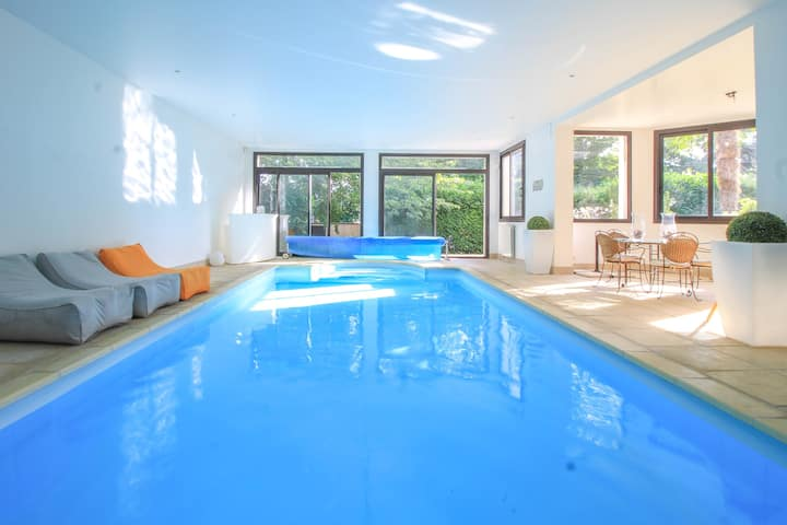 Villa w/ indoor heated pool, 30mn to eiffel tower