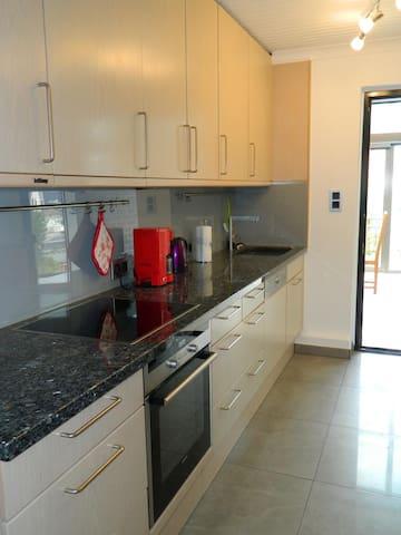 Tolle 85m² Wohnung zentral in Sehnde für 5 - 7 Per - Sehnde - Apartamento