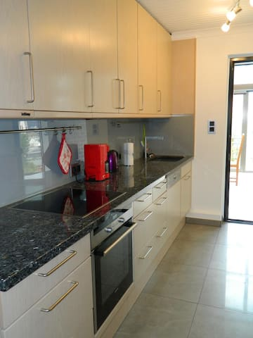 Tolle 85m² Wohnung zentral in Sehnde für 5 - 7 Per - Sehnde - Apartment