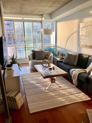 Beautiful natural light - our unit is situated on the south west corner and get unbelievable sun lighting up the apartment !!