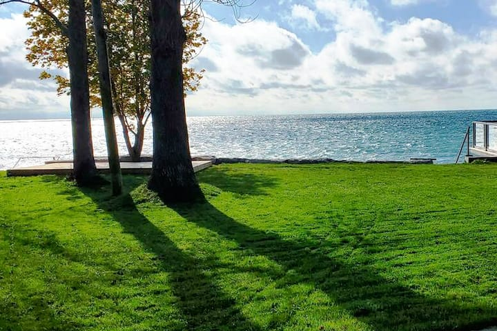 PRIVATE LAKE ERIE WATERFRONT - Sleeps  7.