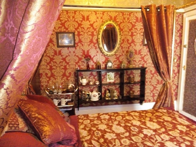 Caspians Boutique Guesthouse(Four Poster Double)