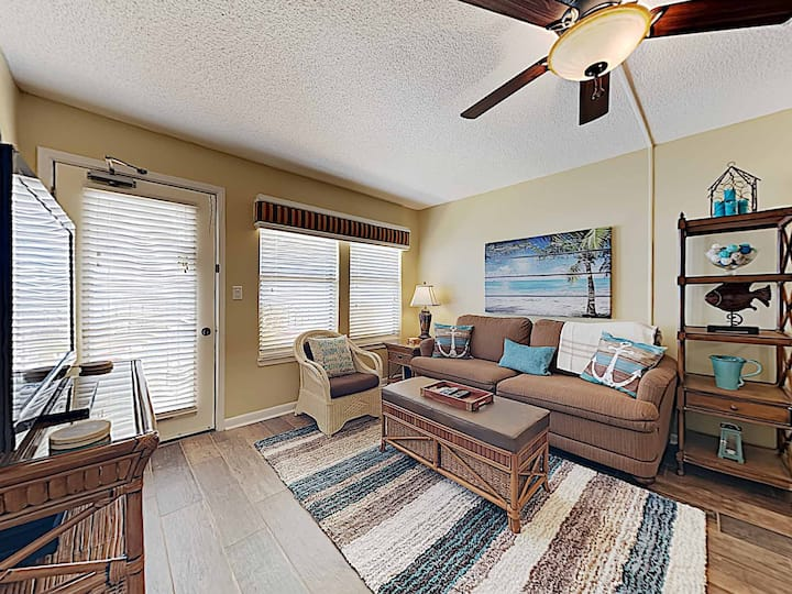 Two Bedroom Beach Condo in Gulf Shores. Community Pool and Grills