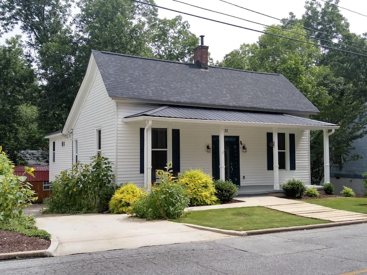 Newnan Square - Cottage at Mill Village 1 Q.bed/2