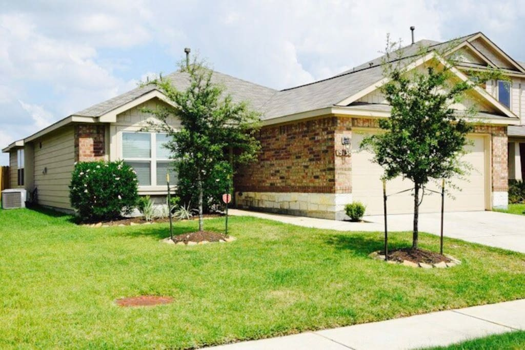New home within driving distance to several Houston landmarks and events!