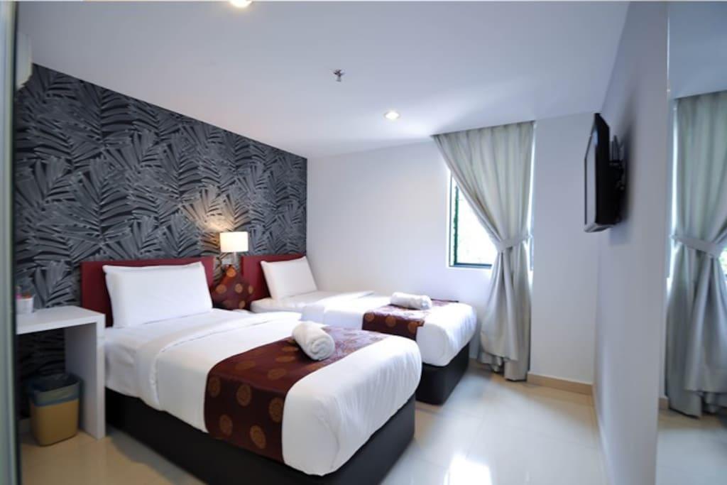 TWIN ROOM ( 2 Single Bed)