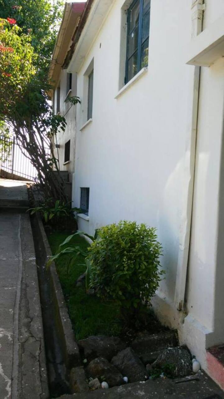 Habitación espaciosa , con buena vista y ubicación