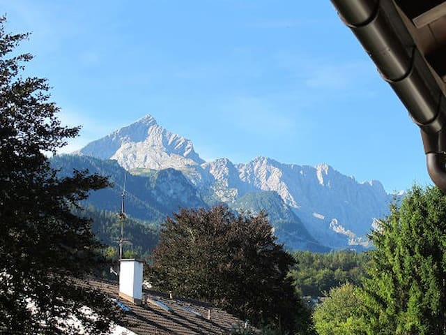 Central Charmer with Balcony and Amazing Views! - Garmisch-Partenkirchen - Appartement
