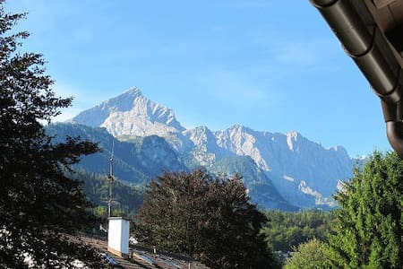 Central Charmer with Balcony and Amazing Views! - Garmisch-Partenkirchen - Pis