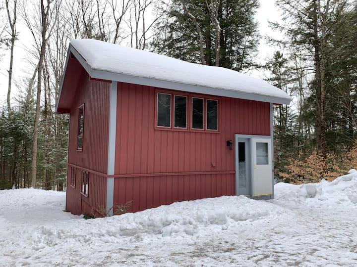 Four Season Cozy Chalet Near Mountains and Lakes