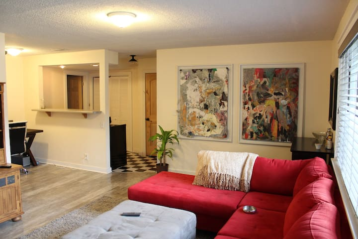 Cute & Cozy Private Apartment-Prospector Village!