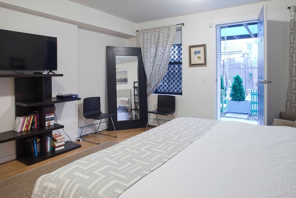 Quiet Master bedroom with KING size bed/ facing private patio. Cable TV and Internet