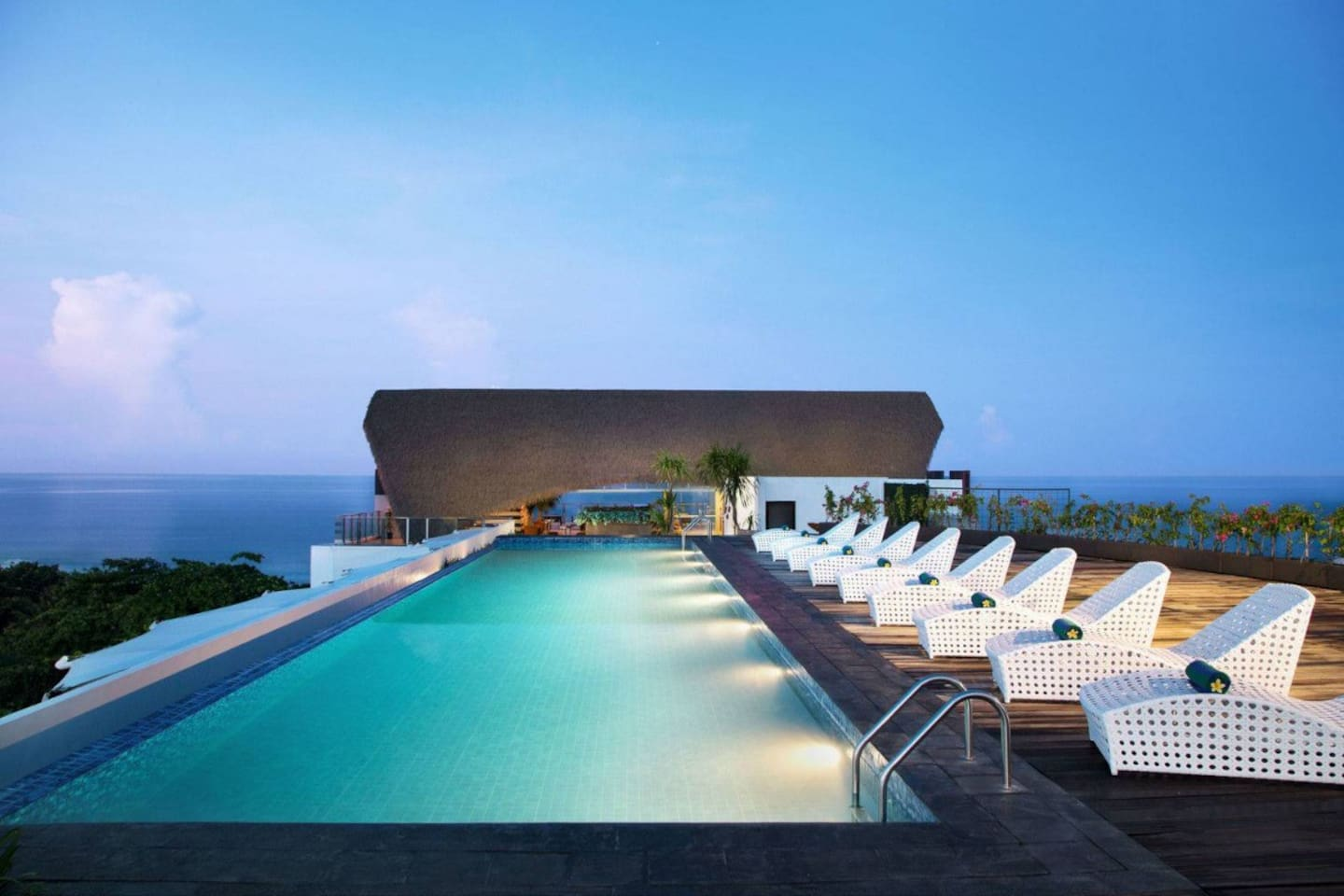 Located in the popular area of Kuta, Citadines Kuta Beach Bali offers modern accommodation with a rooftop swimming pool, a fitness centre, and spa facilities.