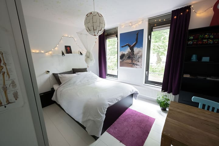 Comfortable bedroom 'I' in center of Rotterdam