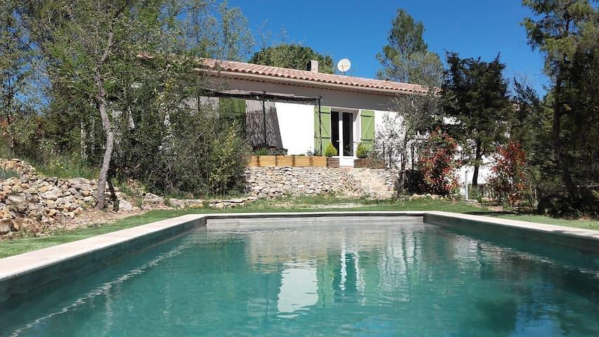 Villa avec piscine en pleine nature - Lorgues