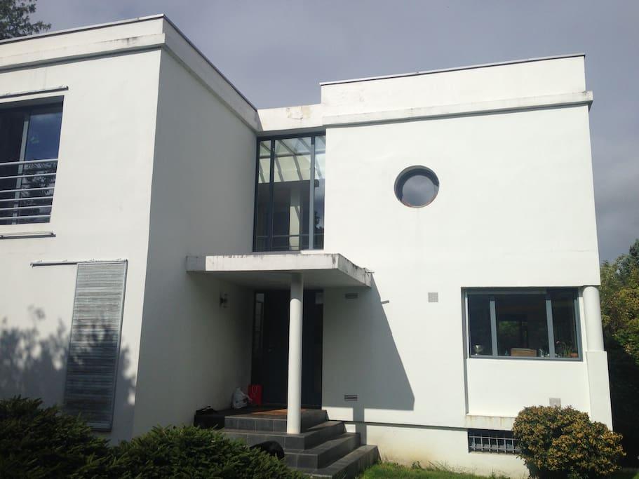 Chambre maison architecte piscine chambres d 39 h tes for Piscine marly le roi